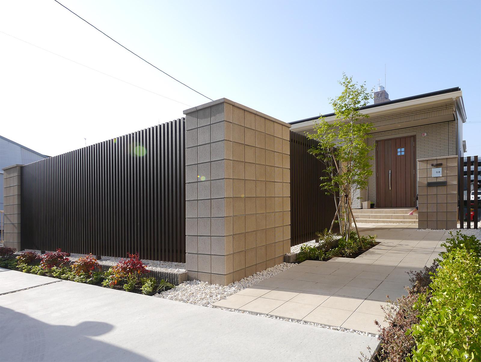 すっきりとしたデザインだから住宅やエクステリアにも合わせやすい。