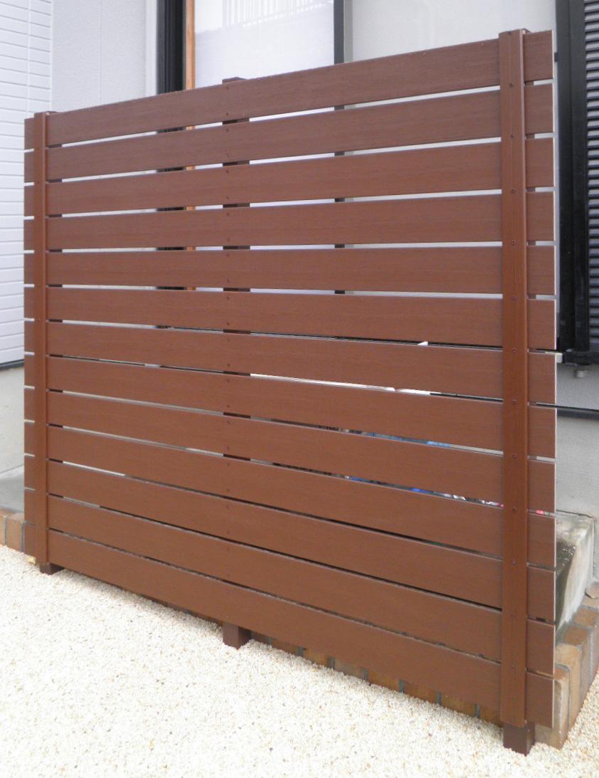 フェンスや門扉、室外機カバーなどの応用も可能です。